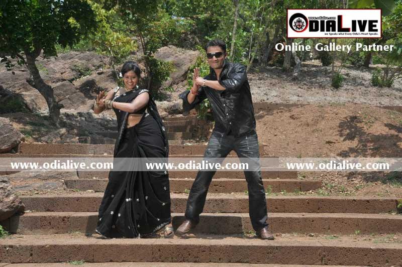 Tanka Tate Salaam Online Gallery Partner